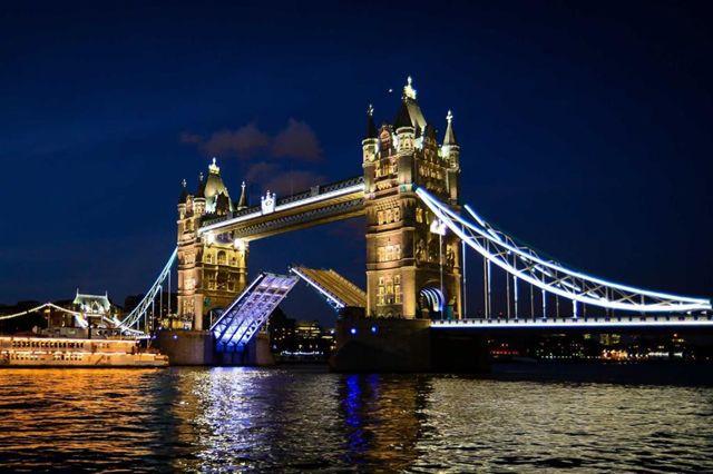 Тауэрский мост — символ Великобритании