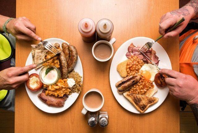 Где попробовать классический английский завтрак в Лондоне?