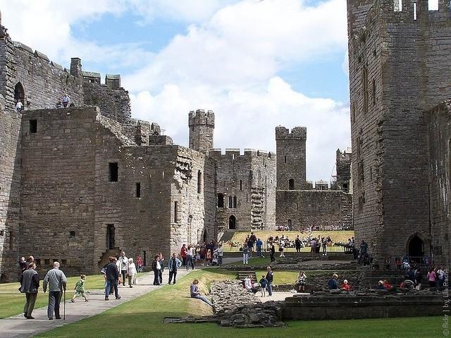 Замок Карнарвон: история и архитектура