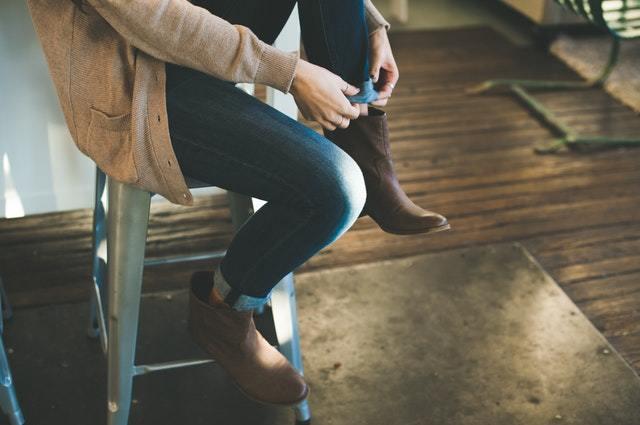 Разберем синонимы и антонимы глаголов wear, change clothes и put on