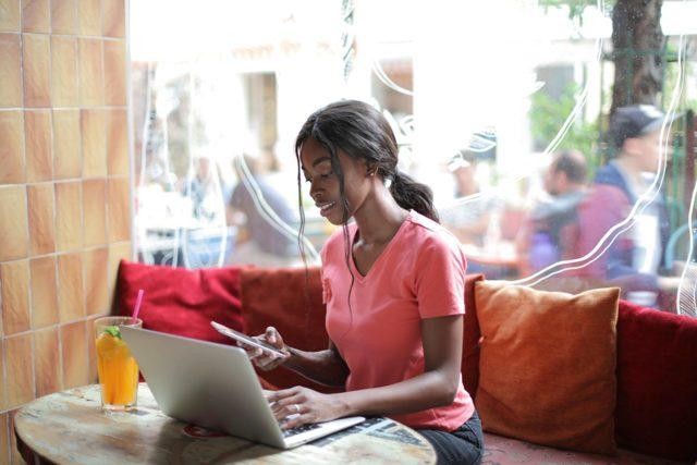 Почему лучше изучать английский язык через Интернет?